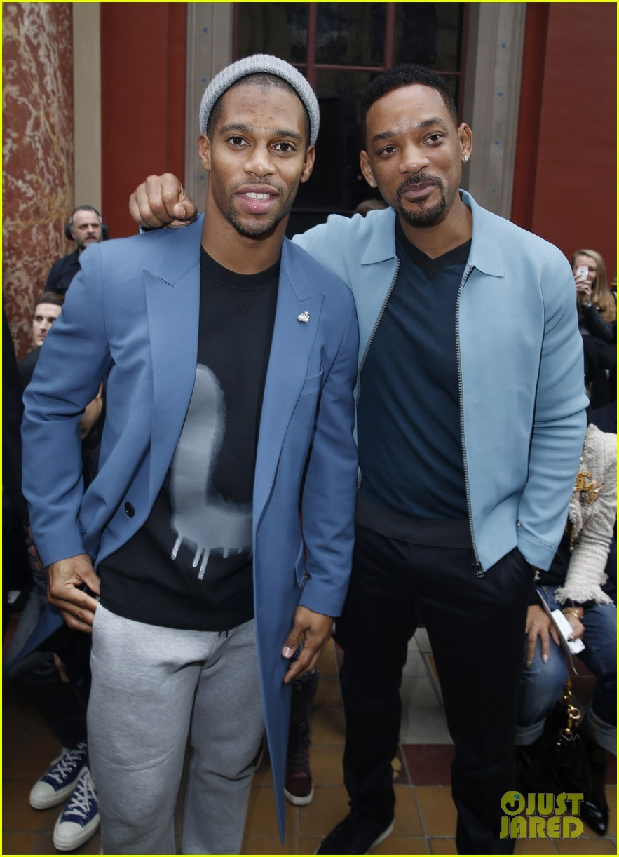 will smith lanvin fashion show with victor cruz 08
