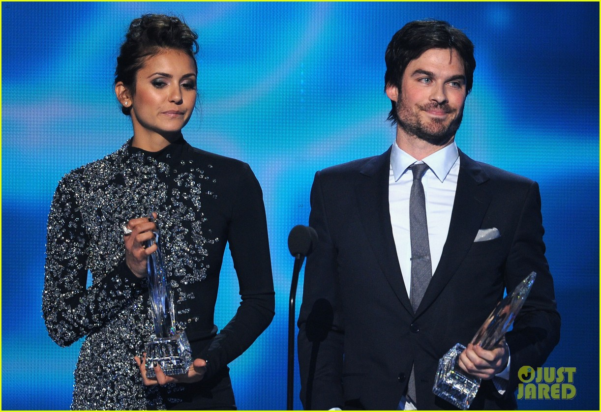 ian somerhalder nina dobrev joke about their breakup at peoples choice awards 15