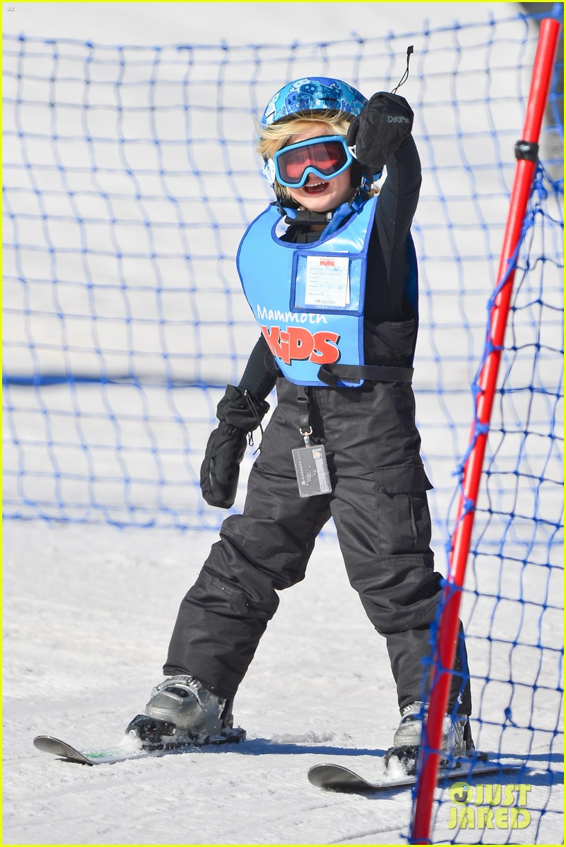 gwen stefani cheers on her boys while they go skiing 223021911