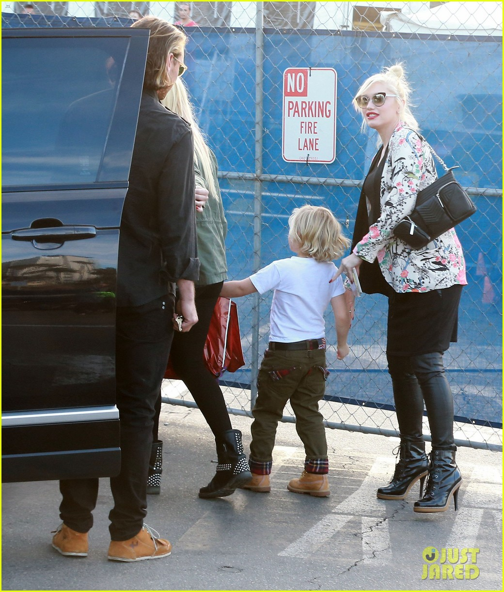 gwen stefani steps out with the family after baby boy news 07