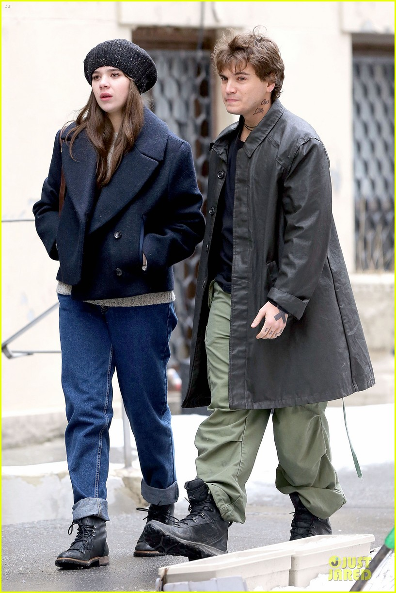 hailee steinfeld emile hirsch ten thousand saints set 06