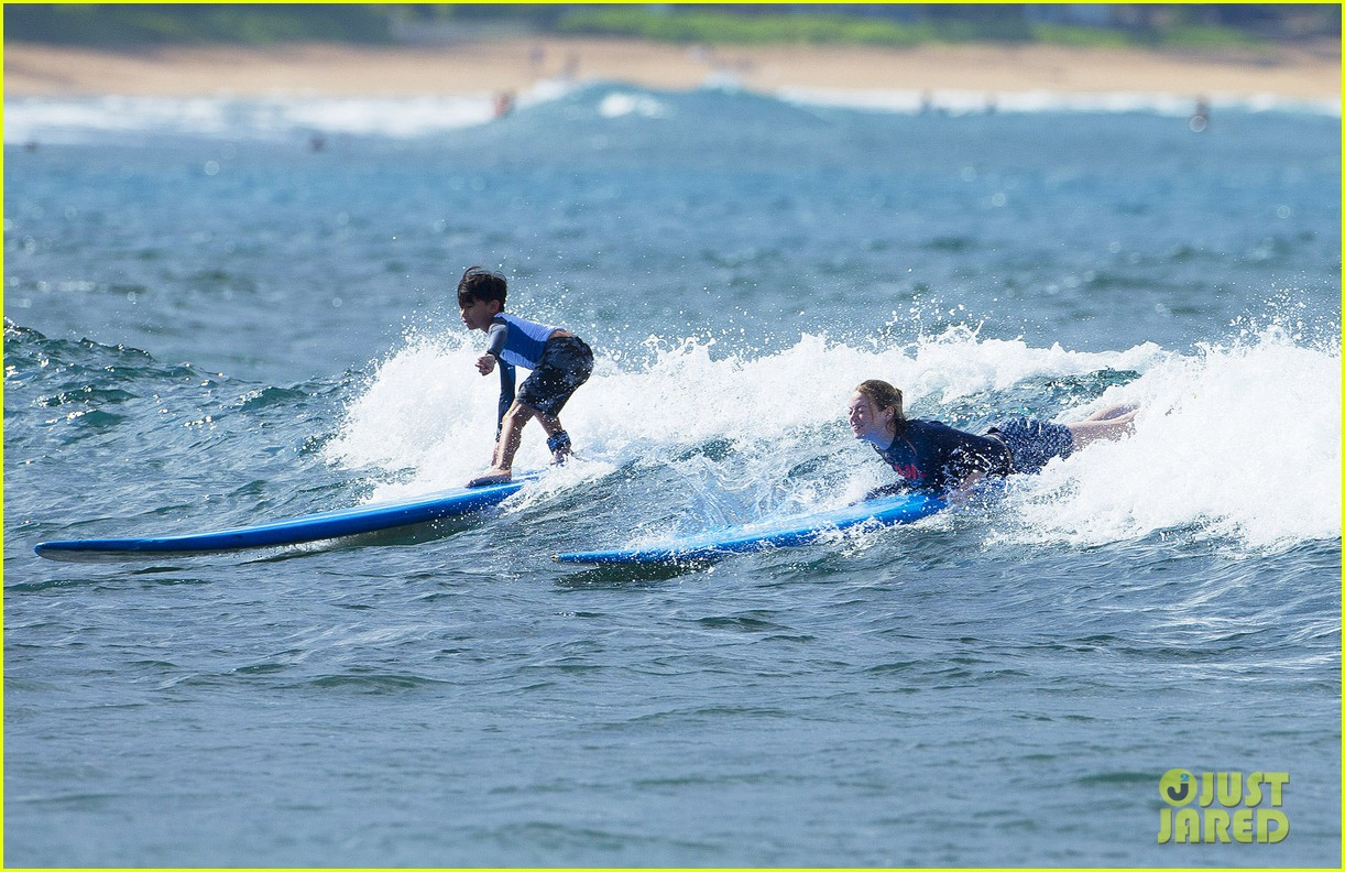 emma stone andrew garfield surf in hawaii 263023411