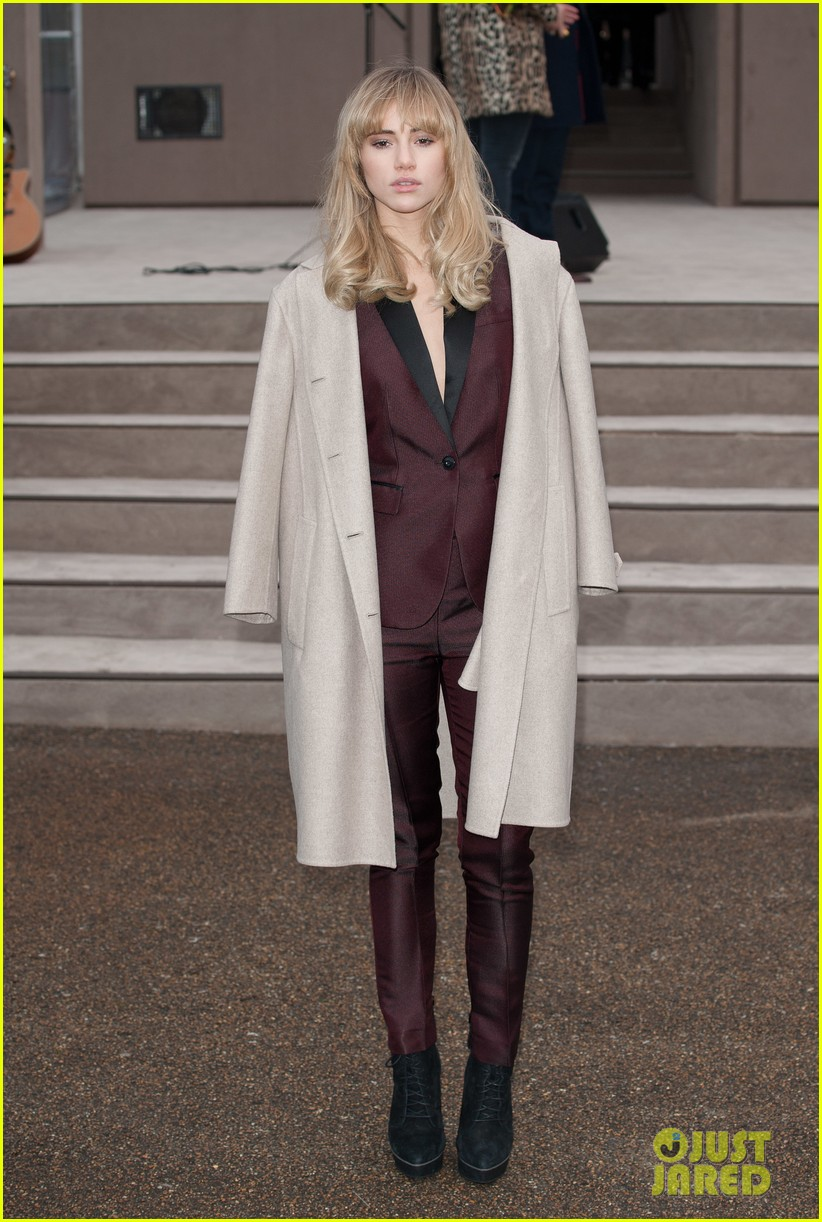 suki waterhouse jamie campbell bower burberry london show 093025256