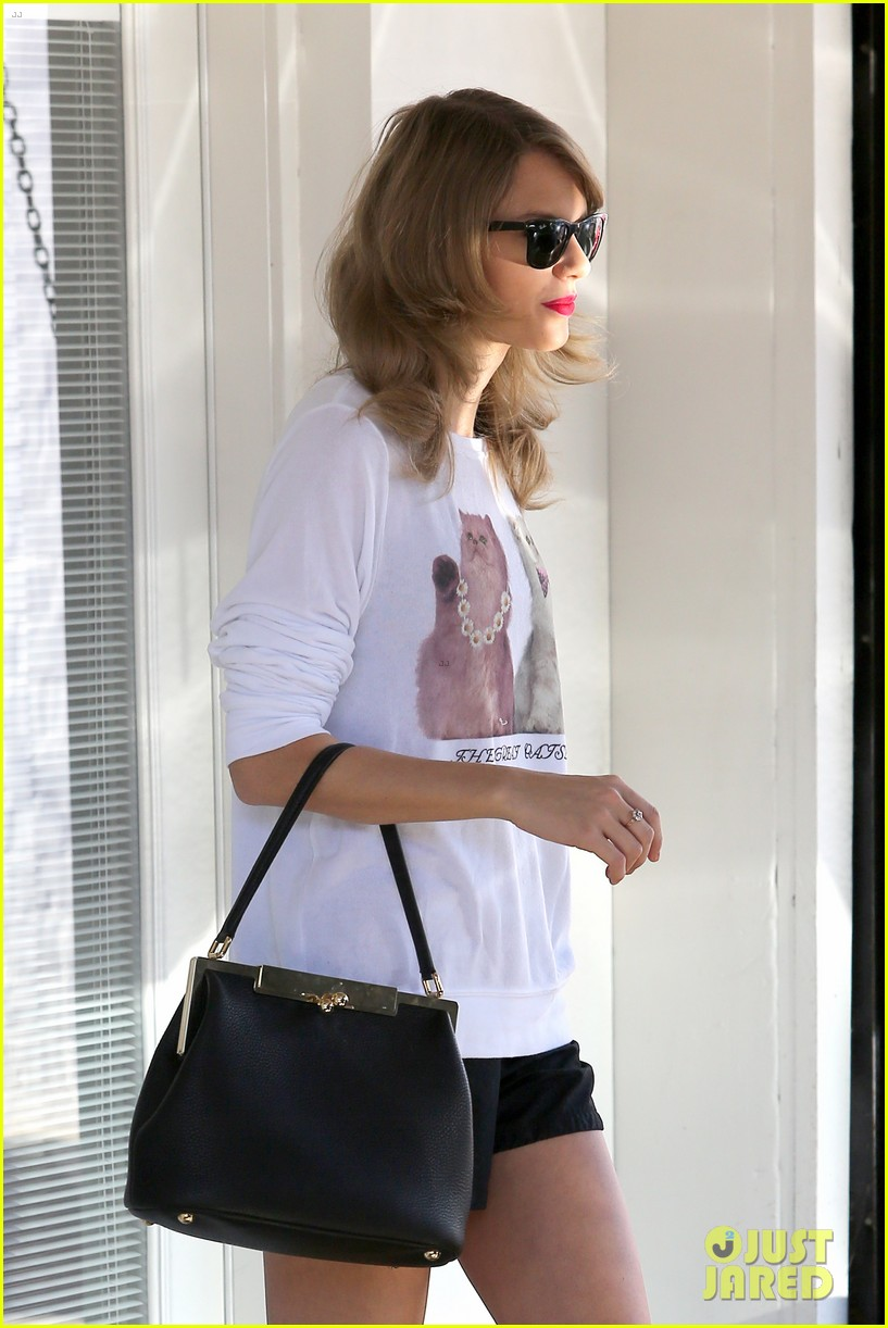 taylor swift bouchon lunch with new friend jaime king 043036472