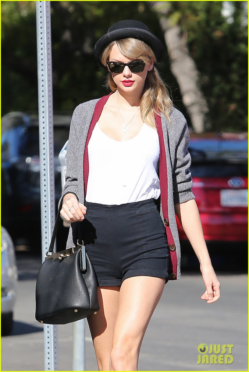 taylor swift shows off her legs for days after oscar snub 12