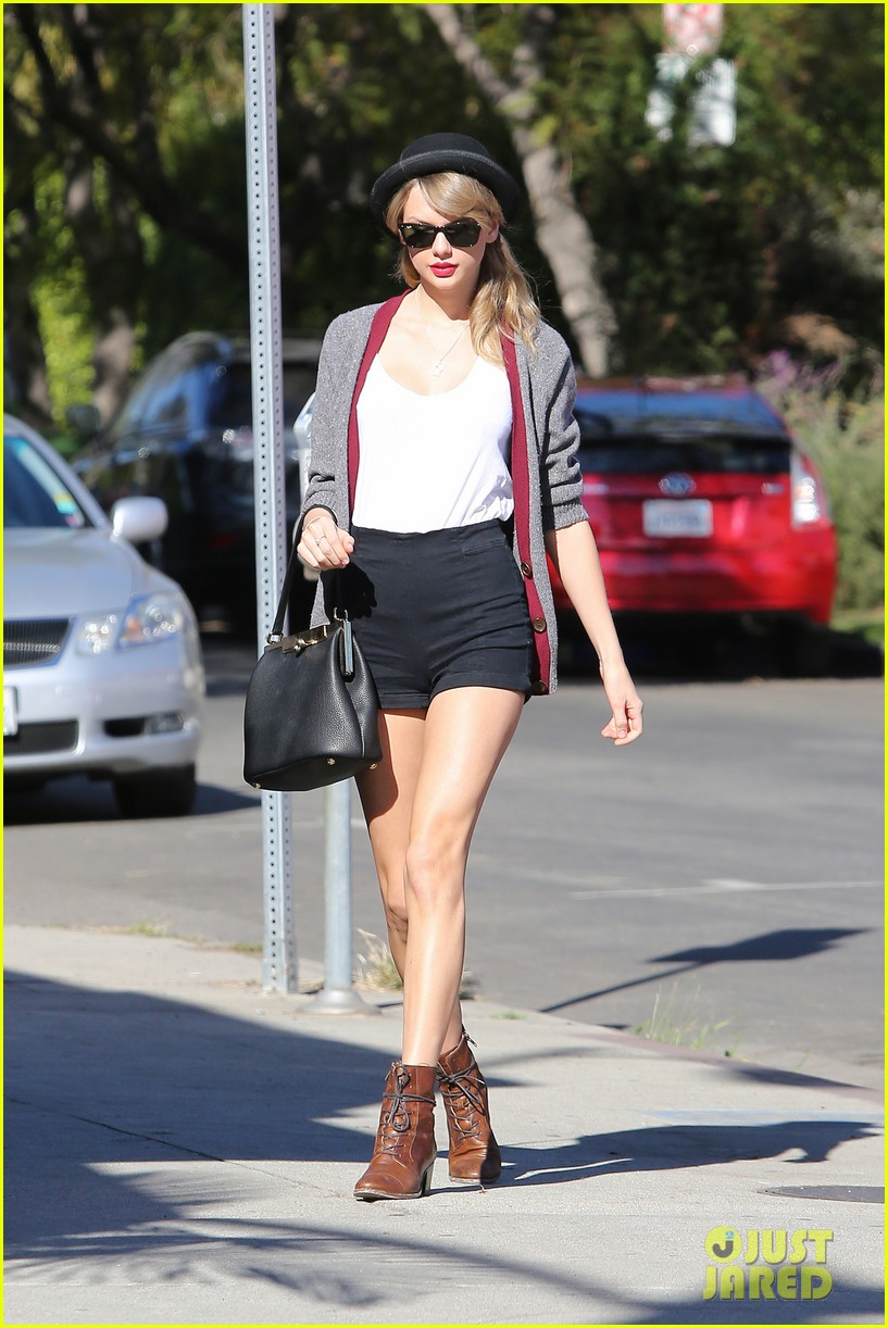 taylor swift shows off her legs for days after oscar snub 133032839