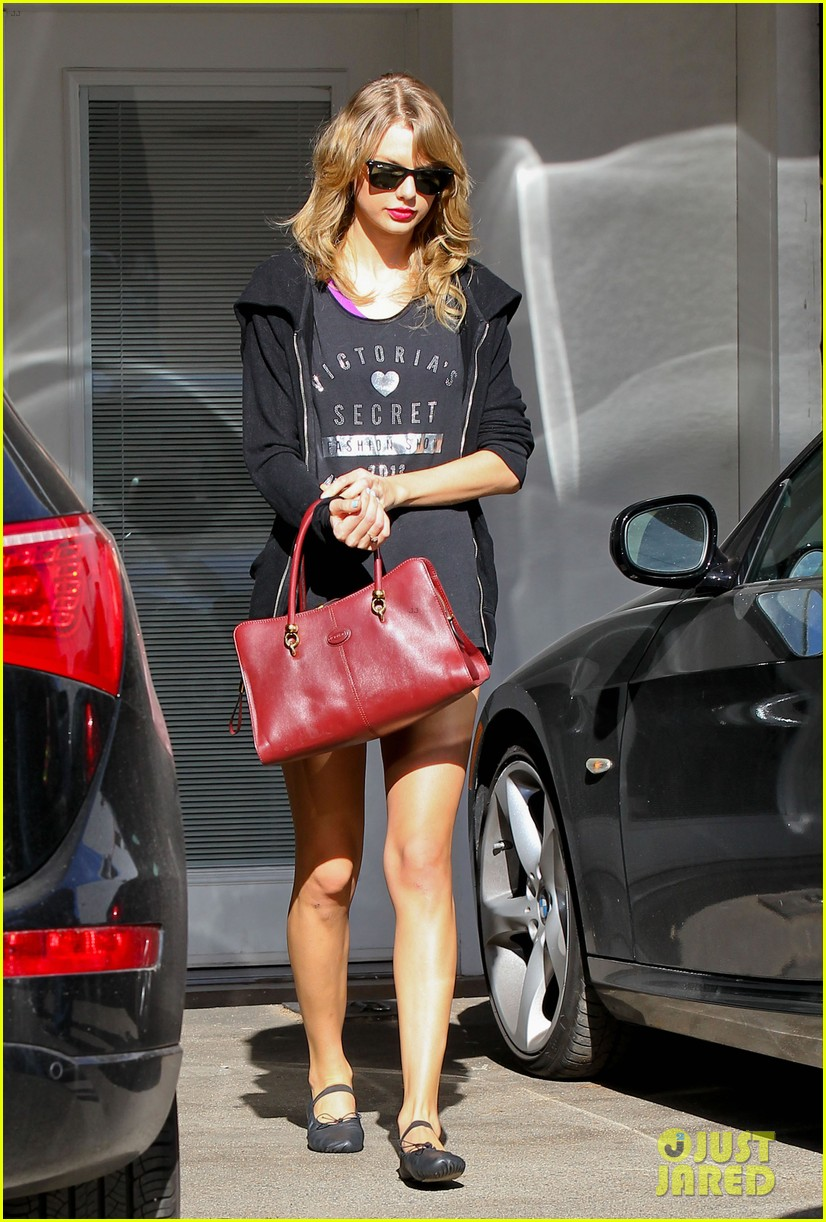 taylor swift shows victorias secret pride at the gym 01