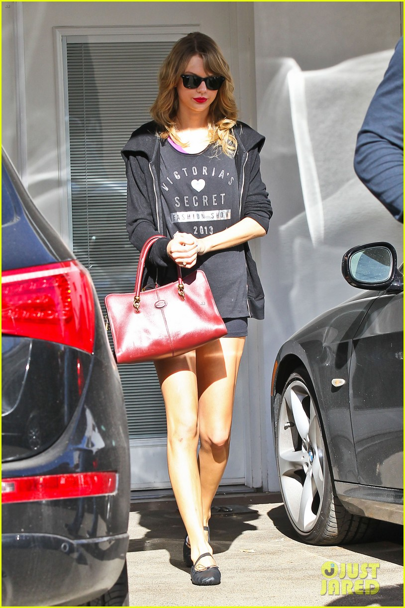 taylor swift shows victorias secret pride at the gym 13