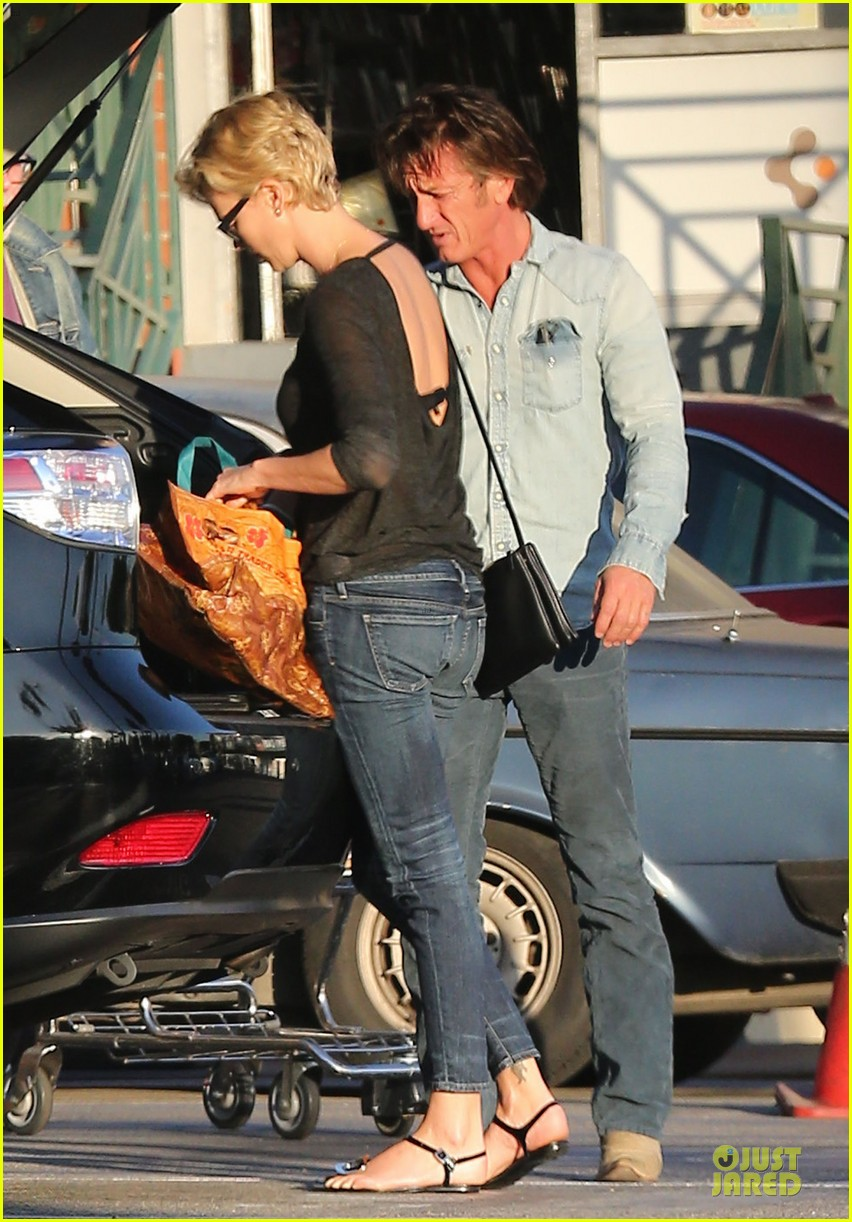 charlize theron sean penn bares her back for sean penn 103038104
