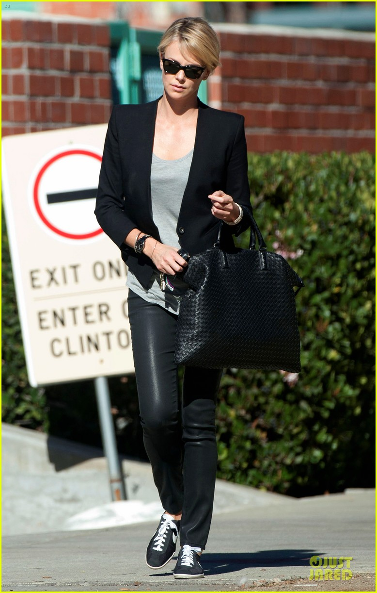 charlize theron hydrated for errands 05