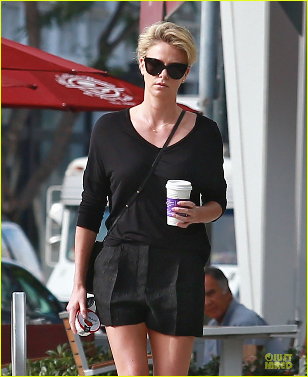 charlize theron piers morgan confirms sean peen romance 043037266