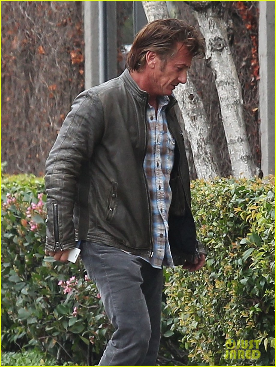 charlize theron sean penn keep romance going with trip to the studio 09