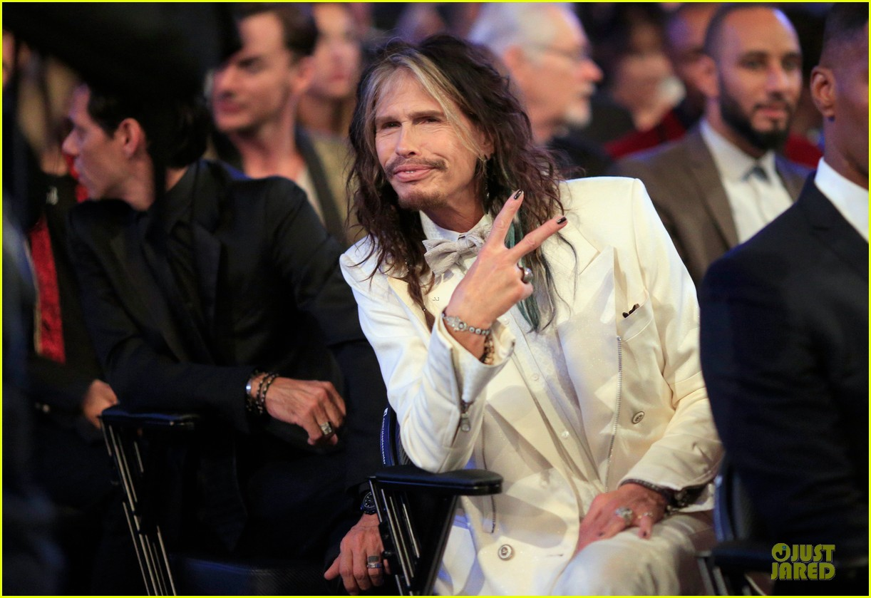 steven tyler smokey robinson sings to smokey robinson at grammys 2014 12