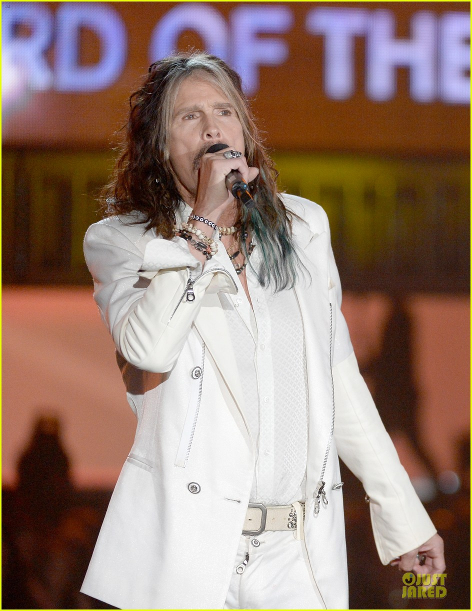 steven tyler smokey robinson sings to smokey robinson at grammys 2014 13