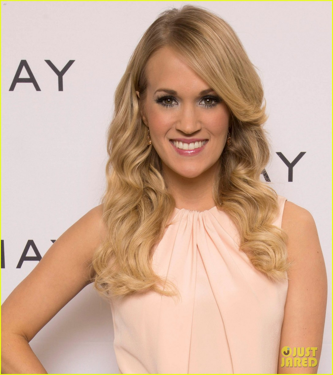 carrie underwood welcomes almay to nashville 043038344
