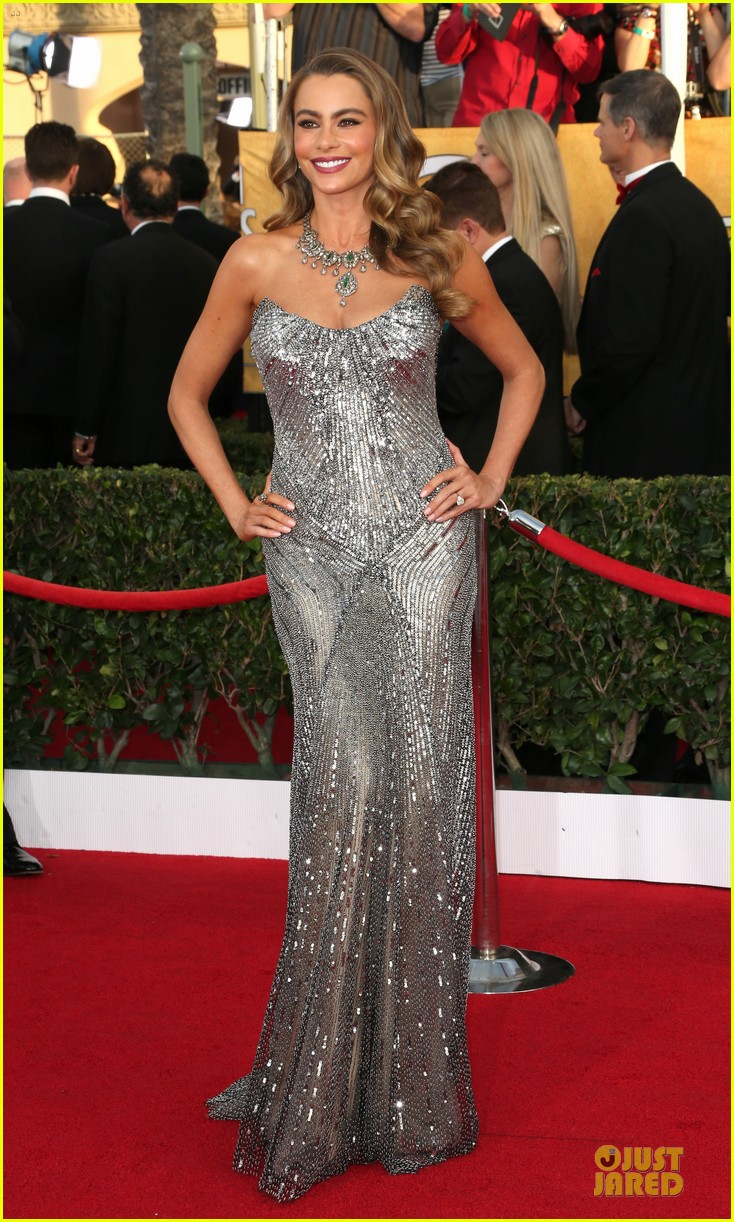 sofia vergara julie bowen sag awards 2014 red carpet 01