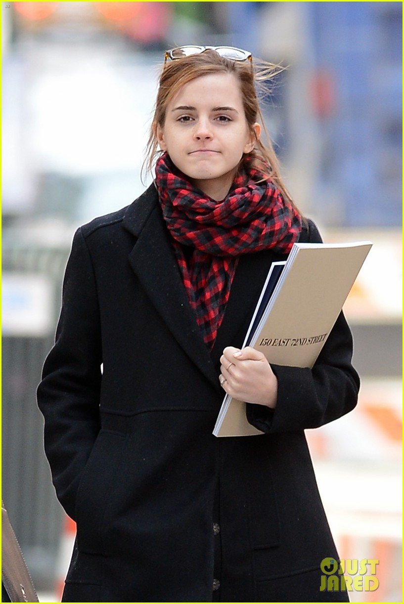 emma watson braves frigid cold for nyc apartment hunting 04