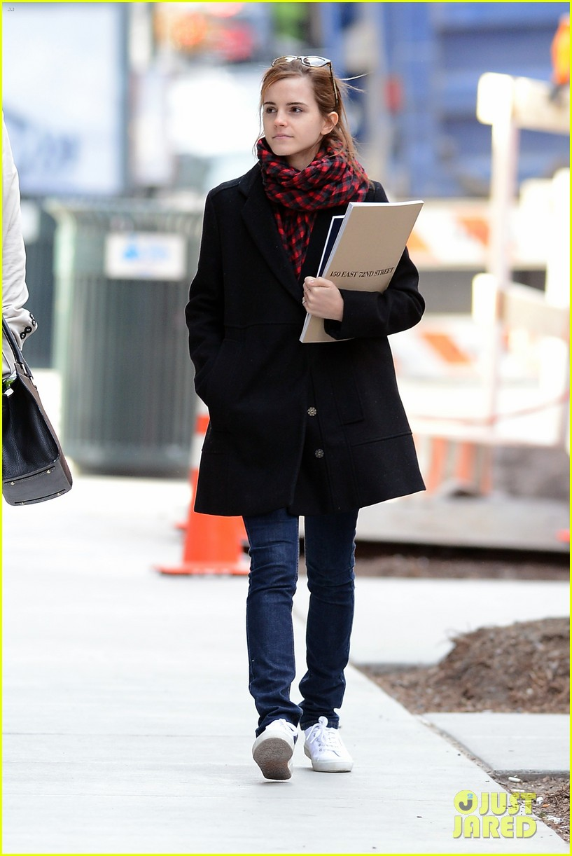emma watson braves frigid cold for nyc apartment hunting 223038741