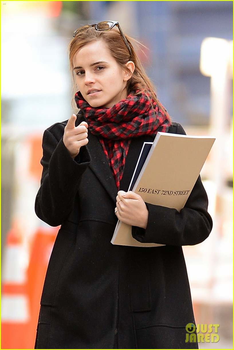 emma watson braves frigid cold for nyc apartment hunting 27