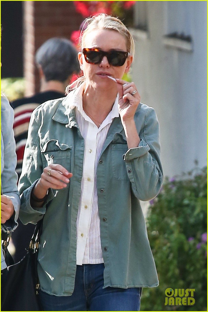 naomi watts runs lots of errands in los angeles 15