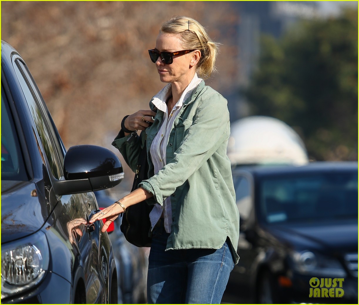 naomi watts runs lots of errands in los angeles 20