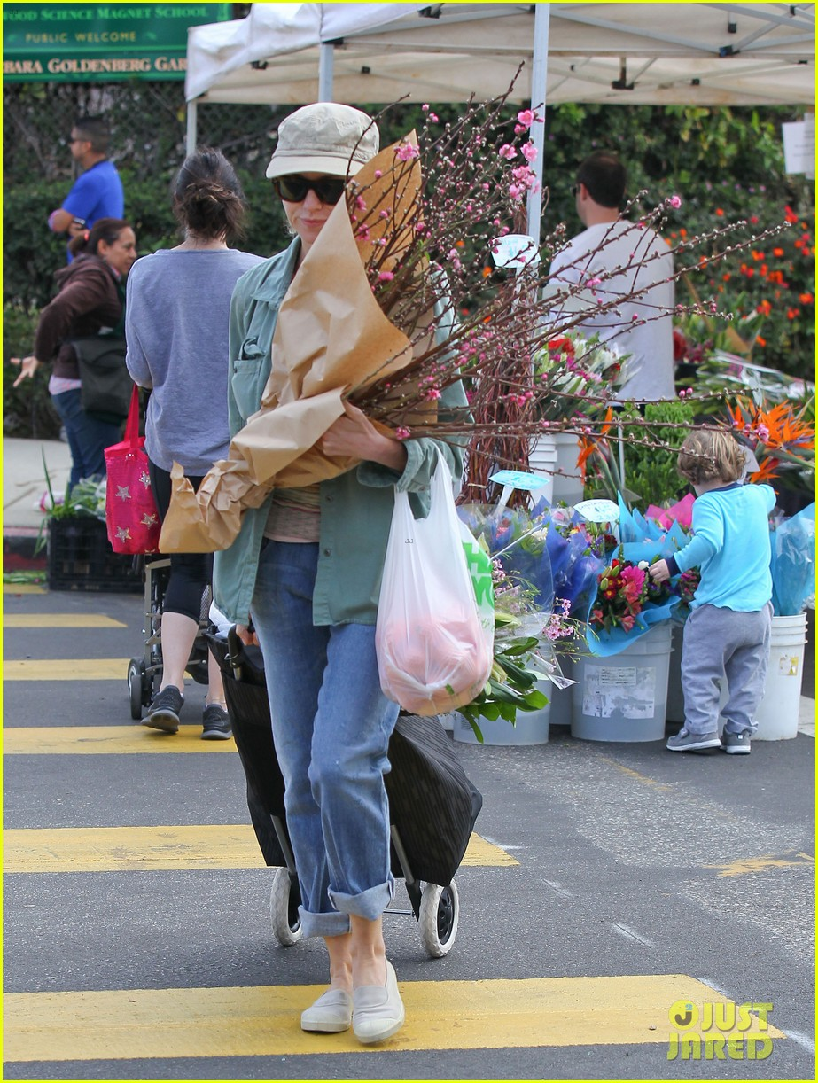 naomi watts farmers marker shopper 033037024
