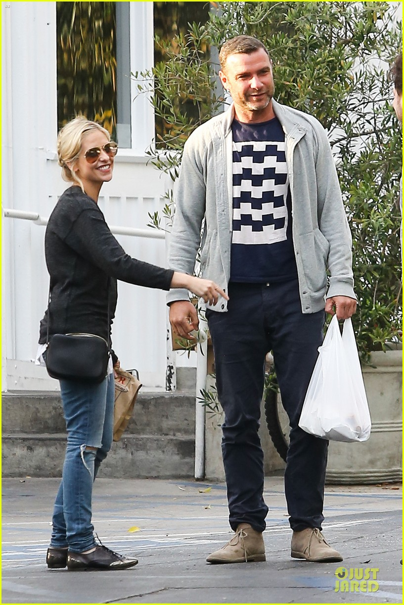 naomi watts liev schreiber grabs lunch with sarah michlle gellar 19