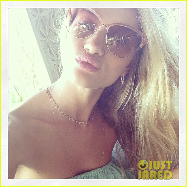 rosie huntington whiteley bikini beautiful in valencia 04