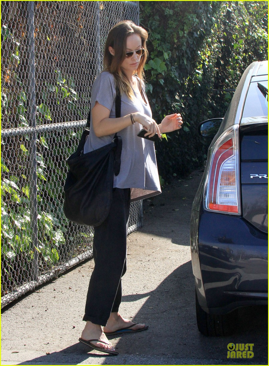 olivia wilde im very happy to see rain in la 013043368