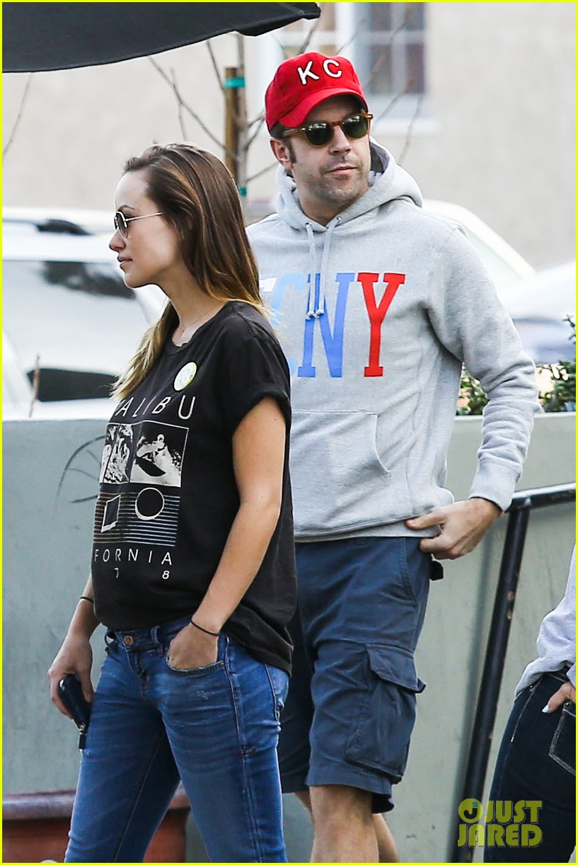 olivia wilde basketball game date with jason sudeikis 04
