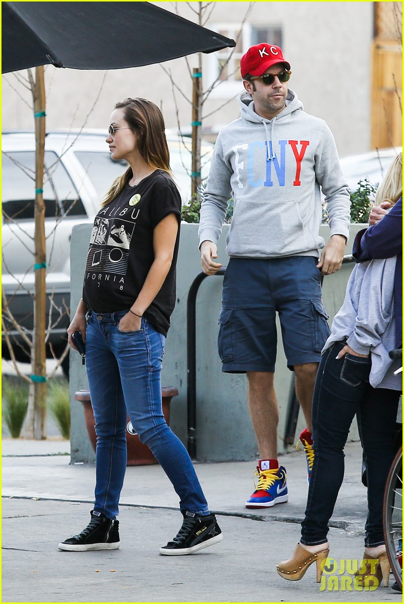 olivia wilde basketball game date with jason sudeikis 123035667