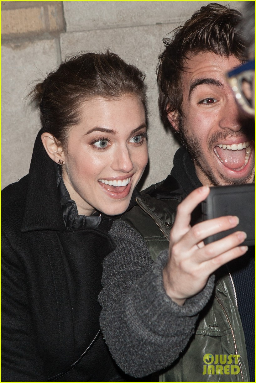allison williams meet the actors at apple store in nyc 063039244