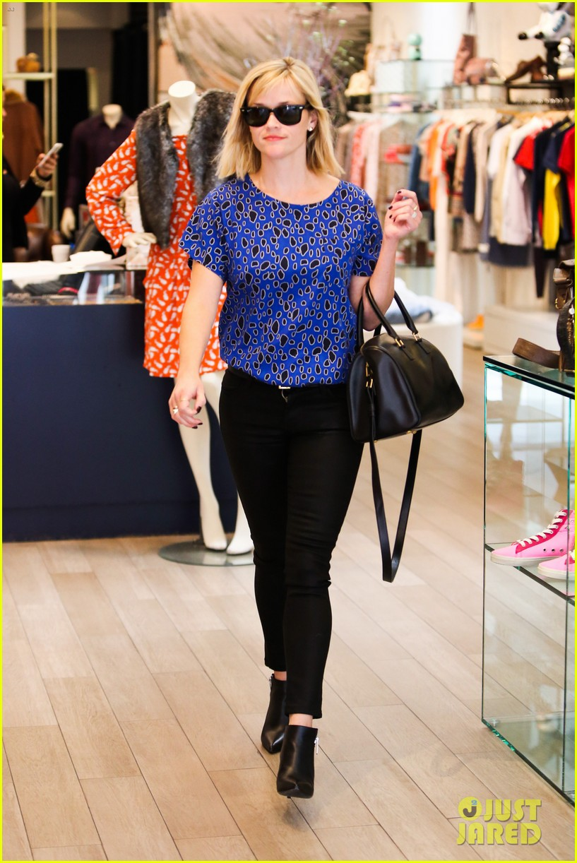 reese witherspoon keeps busy with shopping meetings 18