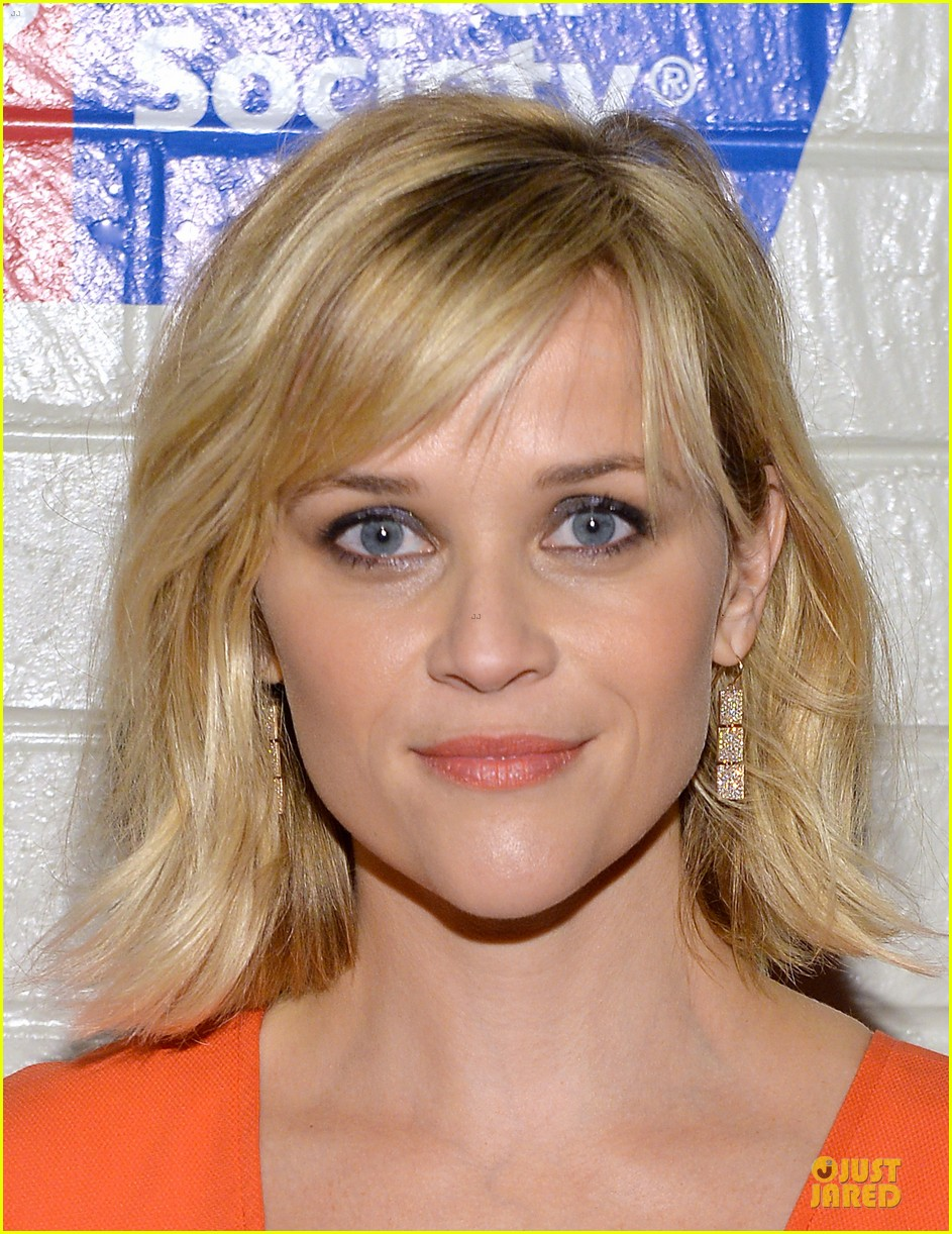reese witherspoon hostess with the mostess for stand up to cancer 073043240