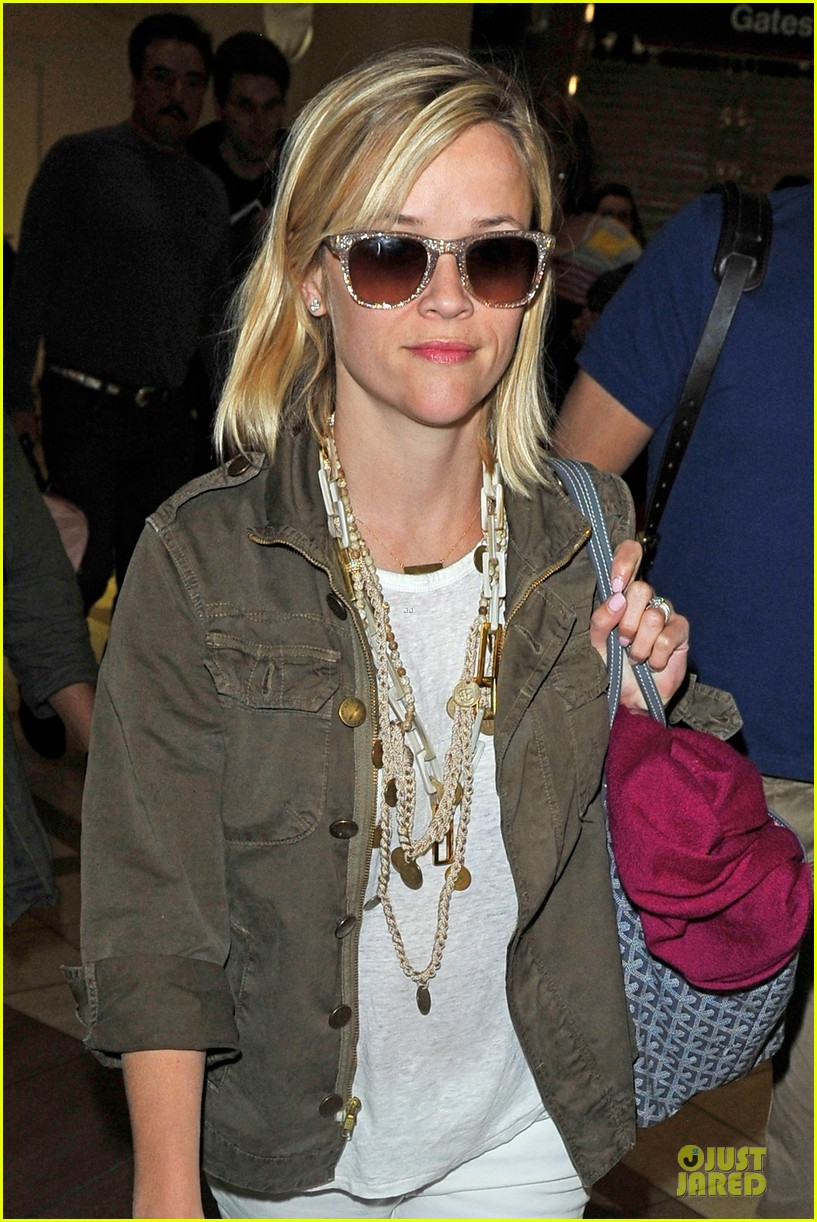 reese witherspoon lax arrival after justin bartha wedding 18