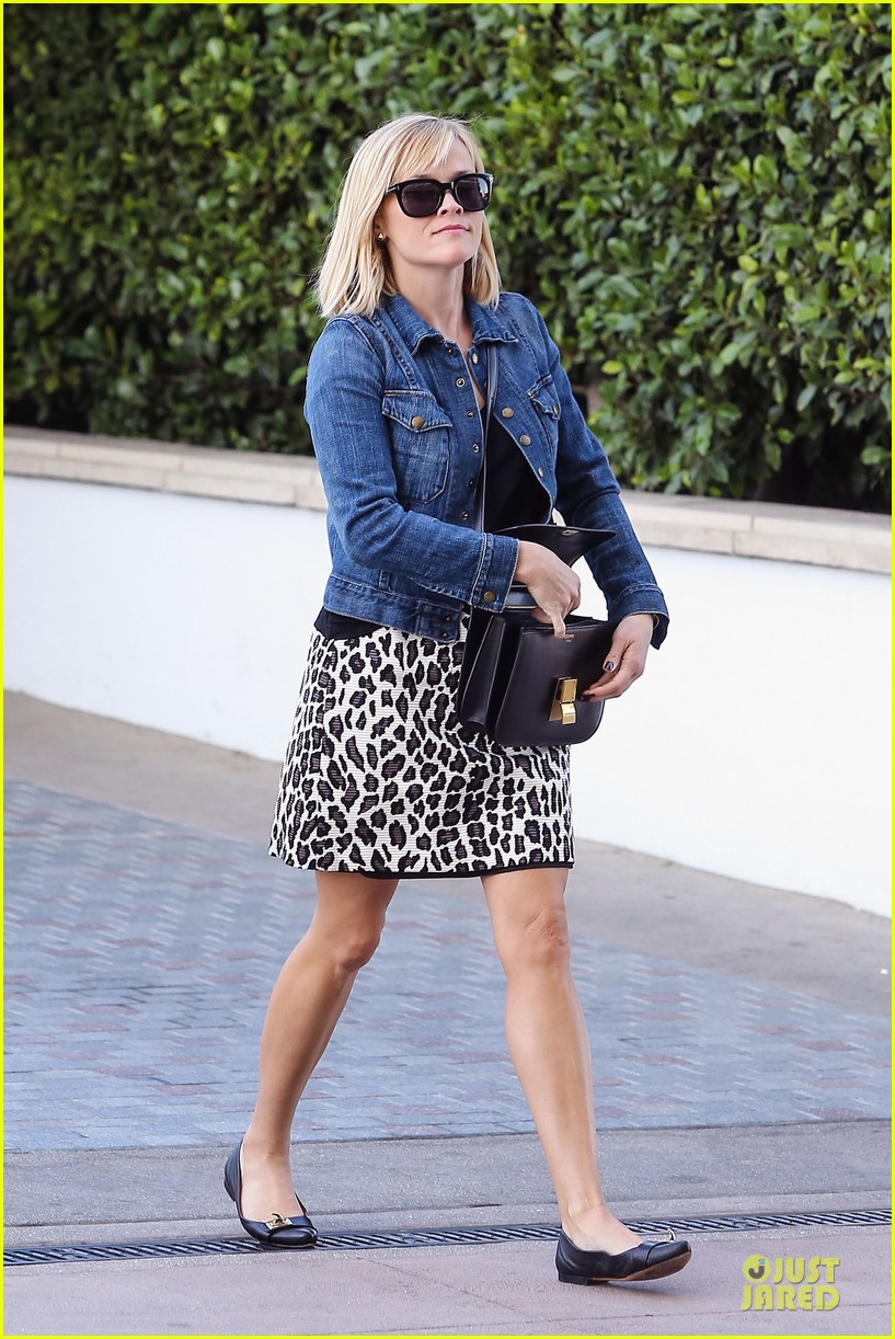 reese witherspoon leopard print babe before golden globes 203027720