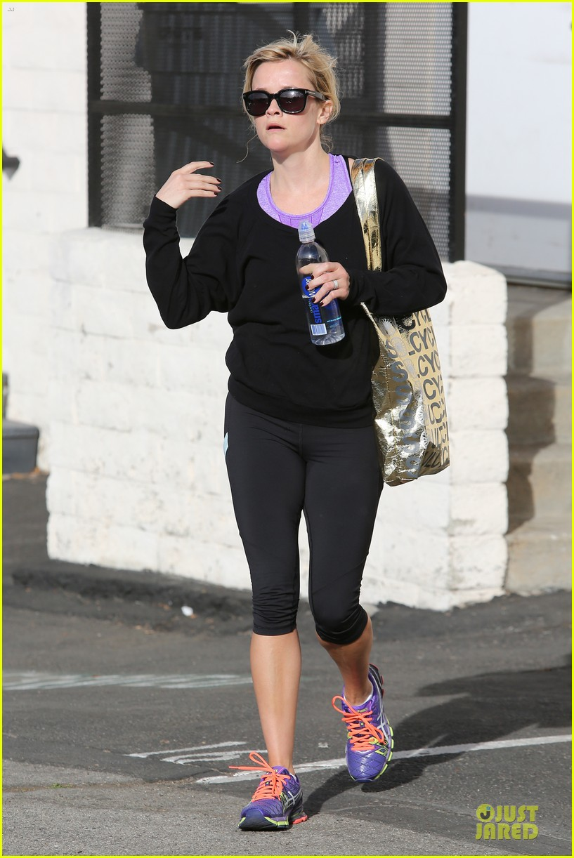 reese witherspoon pampering session after morning workout 06