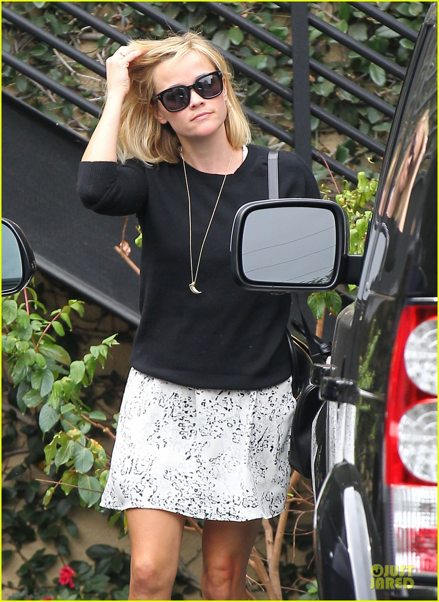 reese witherspoon pampering session after morning workout 153037260