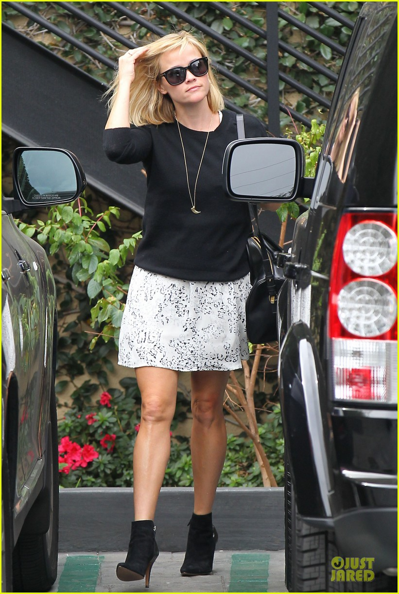 reese witherspoon pampering session after morning workout 16
