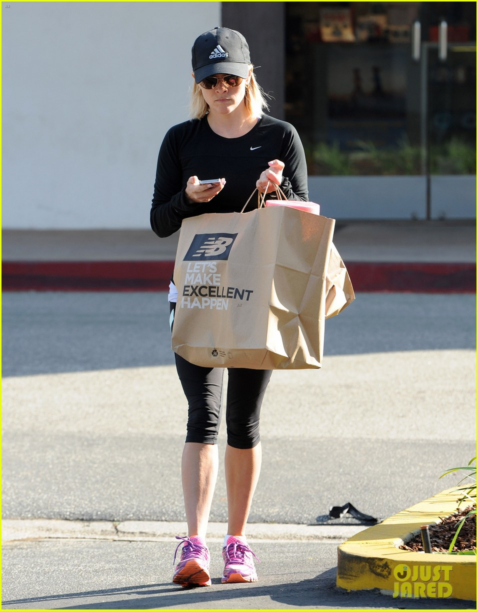 reese witherspoon golden globes presenter this weekend 283026413