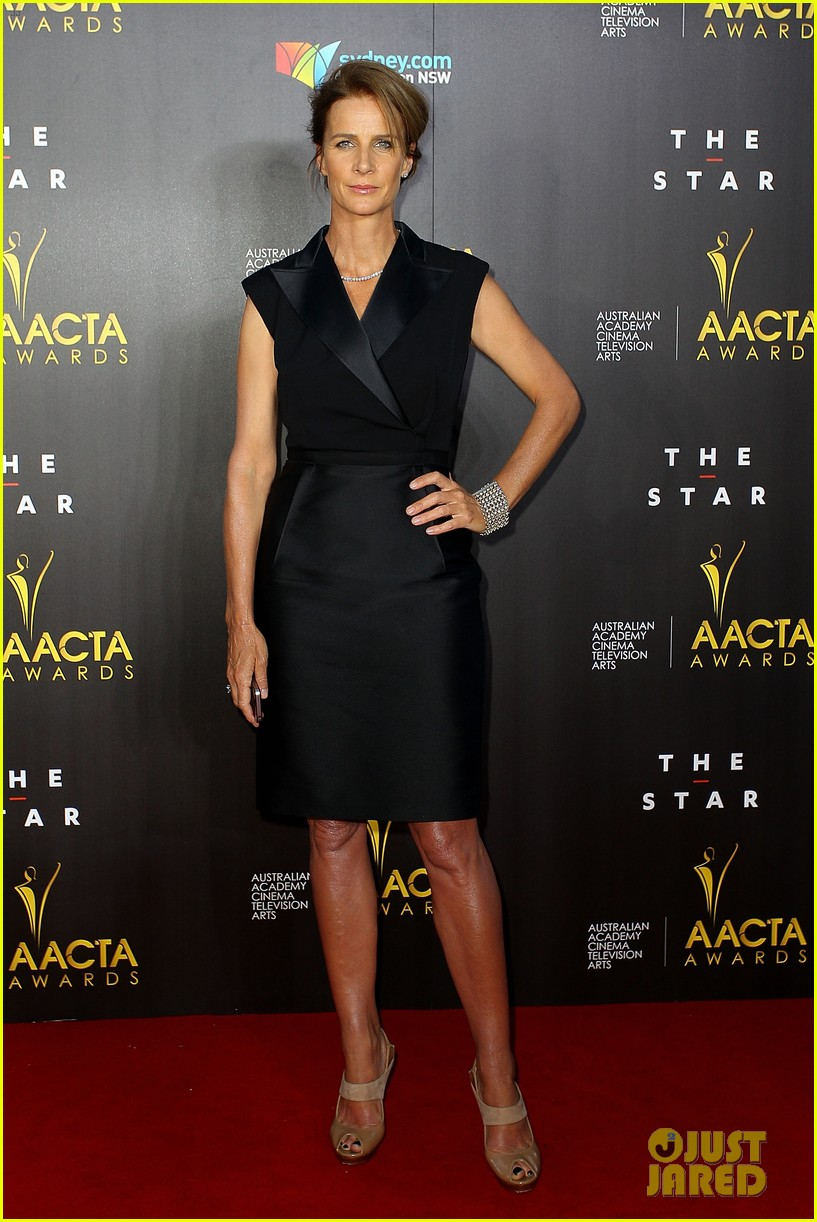 sam worthington lara bingle aacta awards ceremony 2014 02