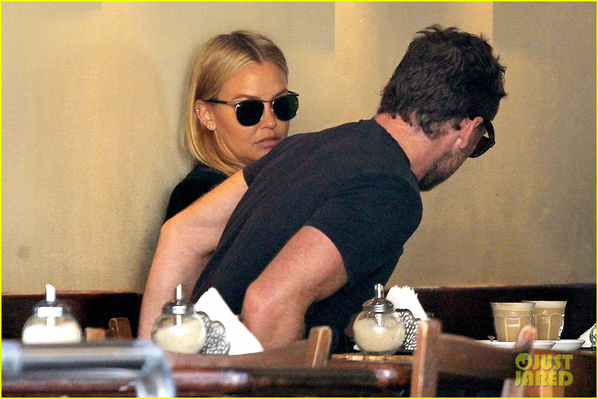 sam worthington lara bingle lunch before her court appearance 053042764