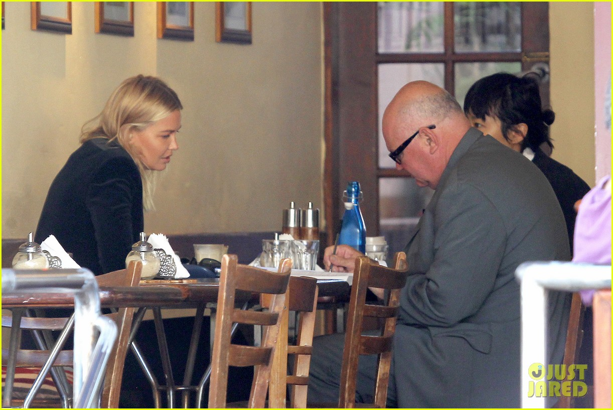 sam worthington lara bingle lunch before her court appearance 183042777