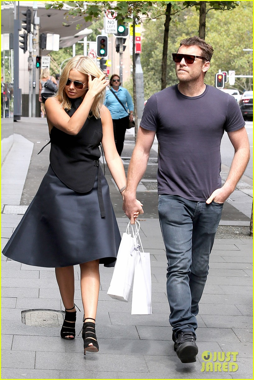 sam worthington lara bingle wear matching rings on that finger 053038651