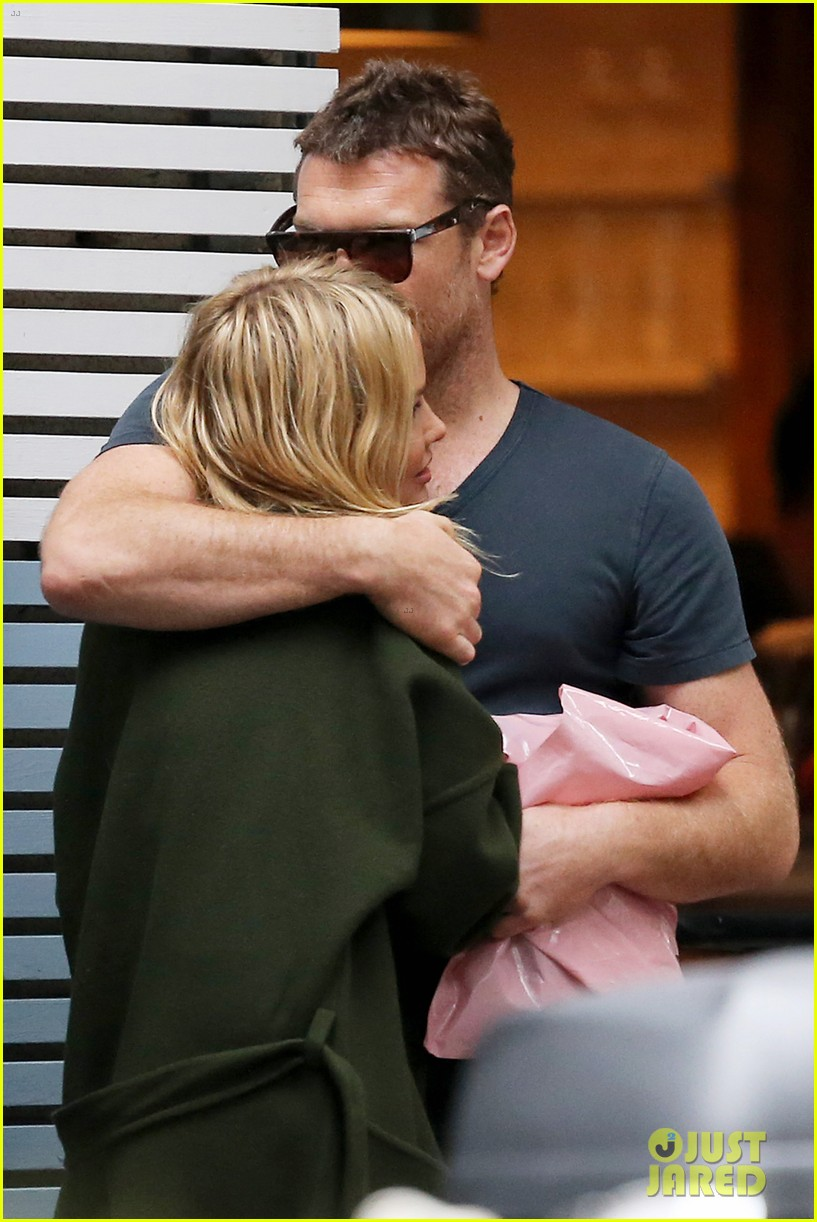 sam worthington lara bingle wear matching rings on that finger 10