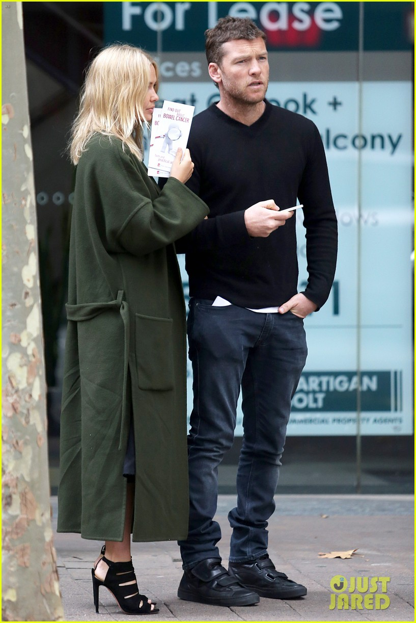 sam worthington lara bingle wear matching rings on that finger 273038673