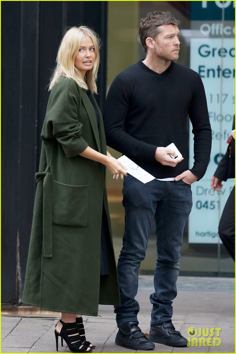 sam worthington lara bingle wear matching rings on that finger 303038676