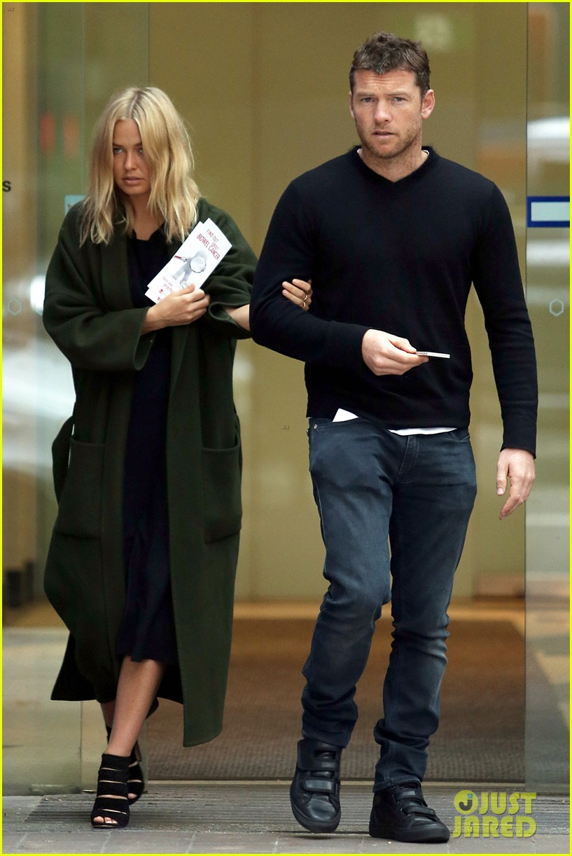 sam worthington lara bingle wear matching rings on that finger 343038680
