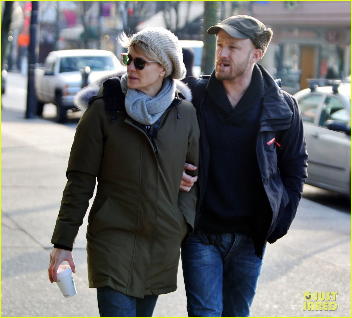 robin wright new fiance ben foster step out for daytime stroll 08