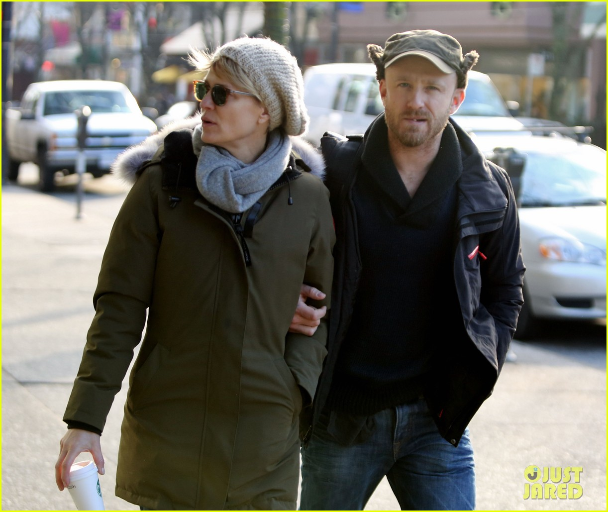 robin wright new fiance ben foster step out for daytime stroll 09